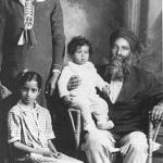 Naranjan Kaur with her children and father Mehar Singh, Kelowna 18931