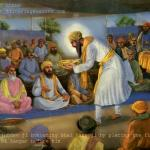 Guru Arjan Dev ji honoring Bhai Banno ji by placing langar in front of him